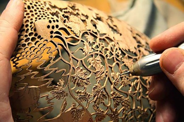 sculptures-en-forme-de-vases-inspirees-par-la-nature-kenyanne-et-australienne-par-Gordon-Pembridge-18